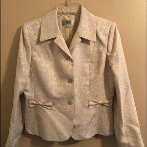 LeSuit White Bows Skirt Suit Set Size 8P